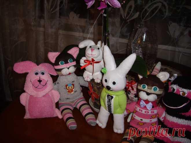 Вот такие забавные,милые игрушки получились у меня.Использовались детские носочки..
