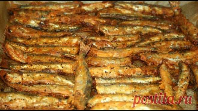 Как жарить мойву в духовке  Вы до сих пор жарите мойву на сковородке? Этот способ приготовления рыбки давно устарел. Сейчас многие мойву жарят в духовке. Это быстро и удобно, к тому же никаких брызг. Ингредиенты: 0,5 кг мойвы с…