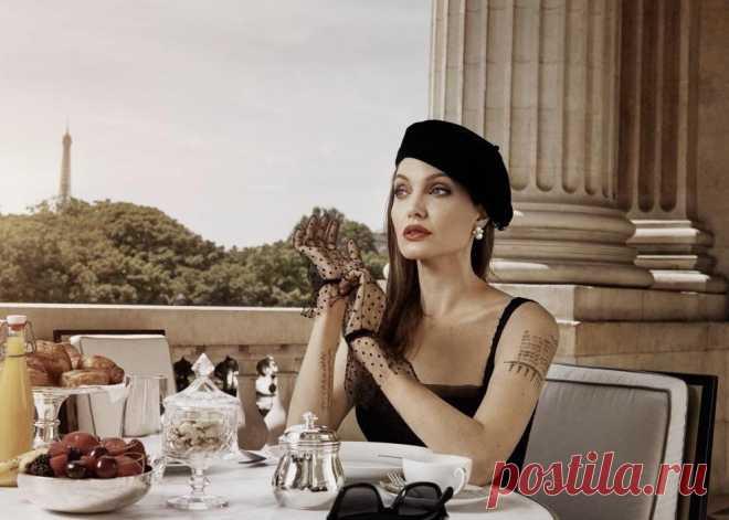 Утончённые образы без повода. Женственность в деталях. Добрый день! Меня часто вдохновляют те или иные фотографии, фильмы, которые знакомят с нежными женскими образами. Присматриваюсь к каждой детали и ищу секрет элегантности. Обворожительная итальянская модель и актриса Моника Беллучи, неповторимая американская киноактриса Анджелина Джоли с экрана дарят своим поклонникам незабываемые образы.... Читай дальше на сайте. Жми подробнее ➡