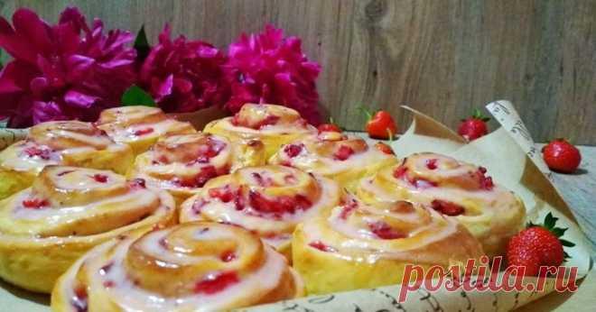 Клубничные булочки с лимонной глазурью