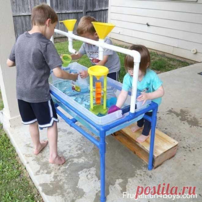 Идея особого стола, чтобы занять детей
