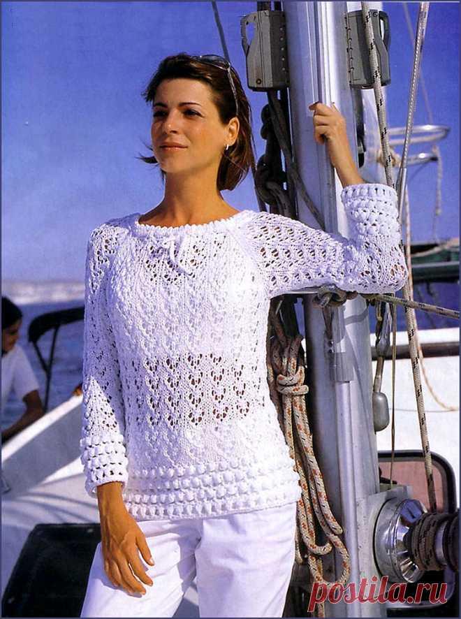 Пуловер реглан Цигнина с ажурной каймой белого цвета – описание вязания спицами со схемой