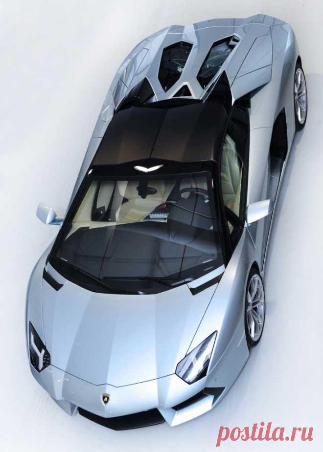 2013-Lamborghini-Aventador-LP-700-4-Roadster-overhead-top-up Photo #290671 - Motor Trend WOT