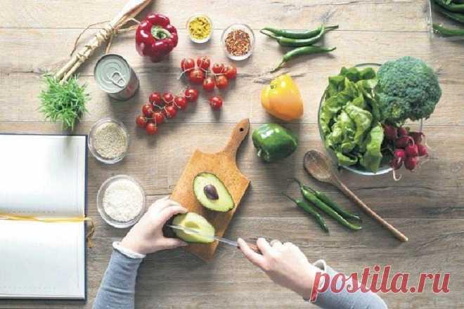 Советы диетолога: какие продукты следует включить в рацион, чтобы кожа стала гладкой и нежной