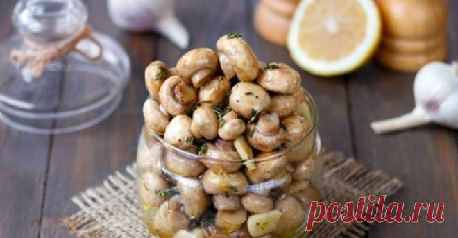 Маринованные шампиньоны: быстрая в приготовлении закуска без уксуса - Бабушкин Рецепт Быстрые в приготовлении шампиньоны, маринованные с чесноком, лимонным соком и травами – закуска, которая выручит и в праздники, и в будни. Шампиньоны, маринованные без уксуса – легкая, аппетитная закуска быстрого приготовления, которая не доставит хлопот на кухне и порадует своим пикантным вкусом. По этому рецепту шампиньоны готовятся за несколько минут, не требуют длительного маринования и […]