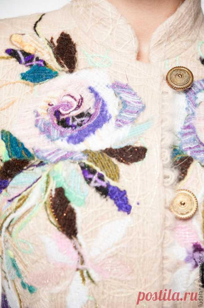 Купить Полупальто бежевое Сиреневый цветок - бежевый, Весеннее пальто, валяное пальто, пальто с вышивкой