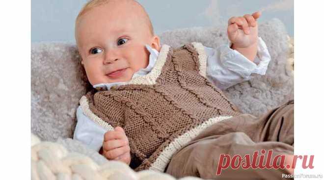 Жилет с «косами» для новорожденных. Описание   Вязание спицами для детей Этот маленькийжилет для новорожденныхвяжется очень быстро. Планки контрастного цвета, выполненные в классическом стиле, смотрятся очень эффектно в сочетании с узором из «кос». Еще один вариант универсального жилета для малышей вы найдететут.РАЗМЕРЫ:56–62 (68–74) 80–86ВАМ ПОТРЕБУЕТСЯ:пряжа...