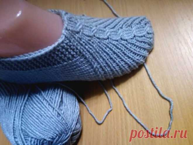Еще один вариант для вязания тапочек спицами. Носить комфортно и вязать несложно! (Вязание спицами) – Журнал Вдохновение Рукодельницы