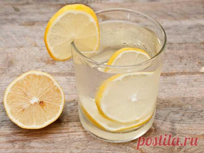 Медики назвали утренний напиток для быстрого очищения крови Специалистами был назван простой напиток, который они советуют употреблять по утрам для очищения крови от излишков сахара. Этот напиток содержит лишь три компонента – воду, имбирь и лимон