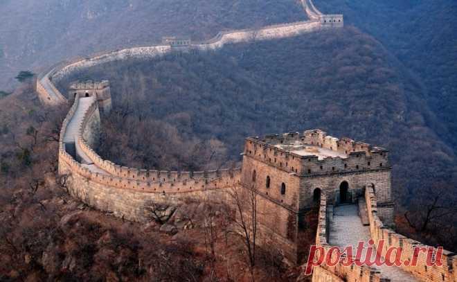 До Великой Китайской стены была построена еще одна! Существует множество историй о Великой Китайской стене. (Некоторые даже утверждают, что она видна из космоса, хотя на самом деле это не так). Но, как бы то ни было, эта стена – протянувшееся на много километров свидетельство изобретательности древних людей, и даже сегодня она является удивительным архитектурным достижением. Но она не была первой в своем роде.