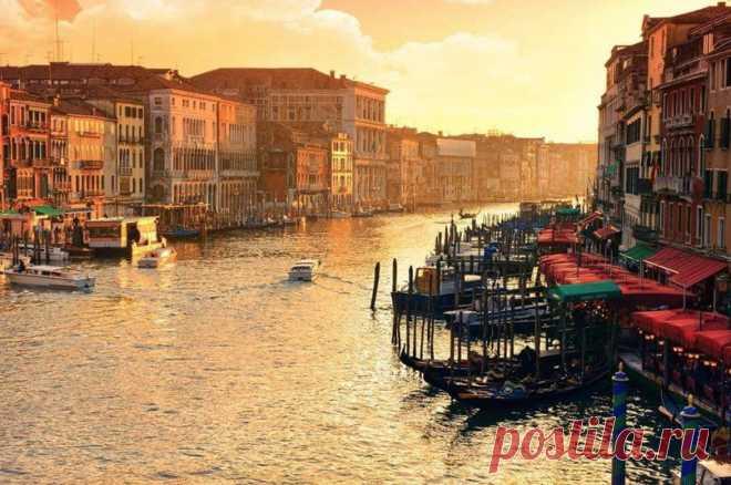 Утренний канал Риальто, Венеция, Италия
