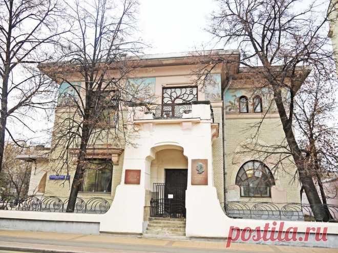 Тайны одного московского особняка, в который можно попасть без проблем. Вы удивитесь, кто там жил!   Душевный шагомер   Яндекс Дзен