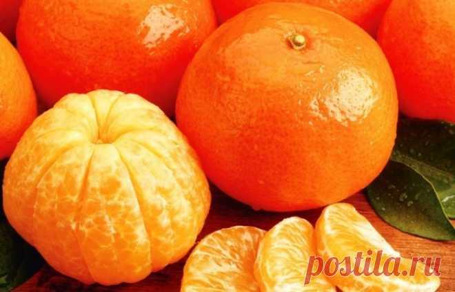 Мандариновая кожура: 7 проблем, которые она лечит лучше, чем лекарства - Советы и Рецепты Мандарин — очень вкусный цитрусовый плод. Он похож на апельсин, поэтому многие люди путают их, Свойства мандариновой кожуры: — обладает изысканным вкусом — обладает уникальным ароматом — содержит много витаминов, таких как B1, B2, B3, B6 и B9 — содержит ключевые минералы, такие как магний, железо, фосфор, кальций, калий, селен и цинк. Обратите внимание на …