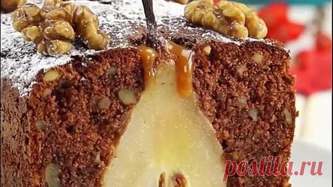 Убедитесь, что гости наблюдают за вами,когда придет время резать этот пирог