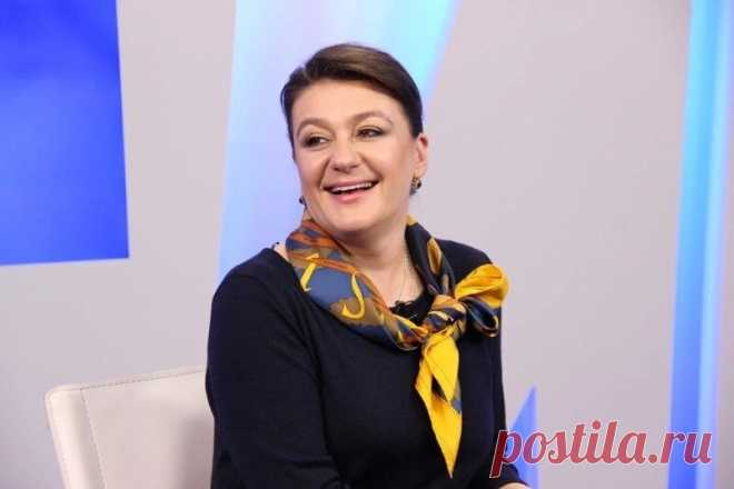 7 российских звезд, которые любят вышивать – среди них есть даже мужчины | MIAZAR | Яндекс Дзен