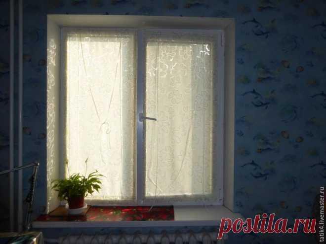 Оконные шторки на липучках Сегодня я хочу показать несложный мастер-класс по изготовлению шторок на окно на липучках. Это альтернатива ролл-штор или жалюзи. Эконом-вариант. Мастер-класс рассчитан на новичков в шитье.      Нам п…