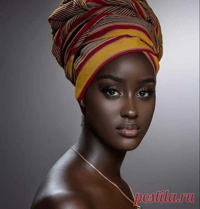 Фулани - неземной красоты жители Африки. Фулани на всем Черном континенте - символ аристократии. Сами африканцы убеждены о внеземном происхождении этого народа.
