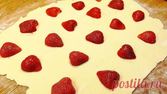 Пирожки-минутки всегда за 15 минут! Хоть с клубникой, хоть с бананом: всегда быстро и вкусно