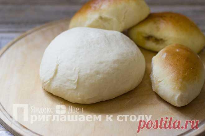 Дрожжевое тесто, которое сложно испортить, — без яиц, молока и лишних хлопот | Приглашаем к столу | Яндекс Дзен