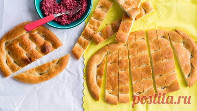Как испечь армянский хлеб матнакаш в домашних условиях Матнакаш – армянский белый дрожжевой хлеб, представляющий собой толстую лепешку овальной или круглой формы с твердой румяной корочкой и воздушным мякишем.