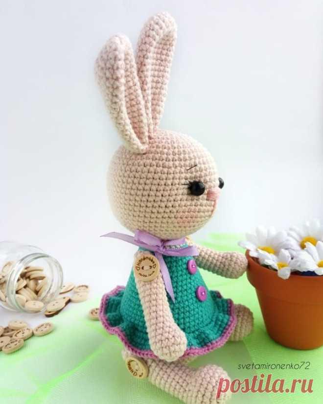 PDF Зайка Марта крючком. FREE crochet pattern; Аmigurumi animal patterns. Амигуруми схемы и описания на русском. Вязаные игрушки и поделки своими руками #amimore - заяц, зайчик, кролик, зайчонок, зайка, крольчонок.