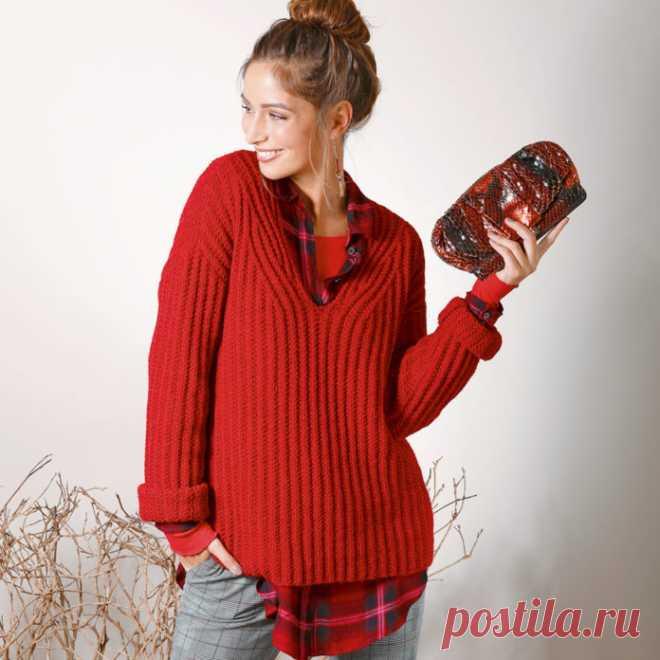 Базовый пуловер спицами c V-образным вырезом