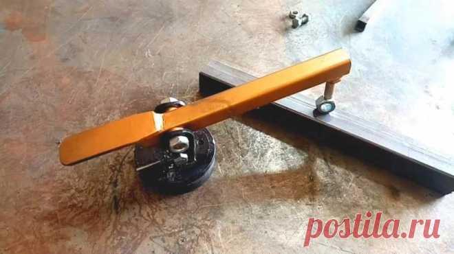 Сварочный прижим из профтрубы и магнита В данном обзоре мастер поделится идеей, как сделать своими руками полезное приспособление для гаража — сварочный прижим.Для этого потребуются куски