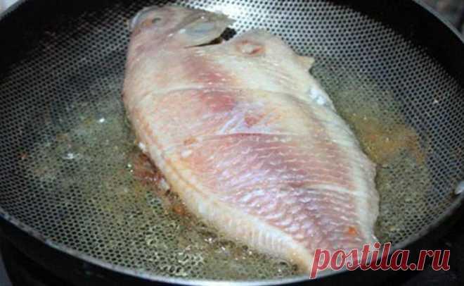 Хрустящая корочка, минимум масла: способ жарки рыбы, о котором многие не знают