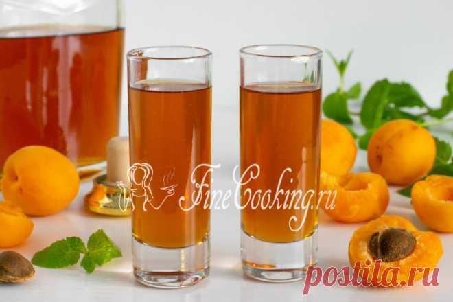 Ликер из абрикосов Домашний абрикосовый ликер - густой, тягучий, ароматный, сладкий и очень вкусный алкогольный напиток.