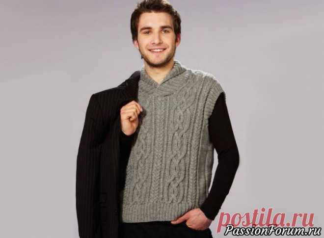 Мужская безрукавка с косами | Вязание для мужчин спицами. Схемы вязания Мужская безрукавка, являясь по сути одним из вариантов жилета, представляет собой свитер или пуловер без рукавов. Она не только согреет в прохладную погоду, но и дополнит образ стильной деталью. Размеры модели – S[M] L Объем груди – 110 [118] 126 смДлина – 65 [67] 69 смДля работы...