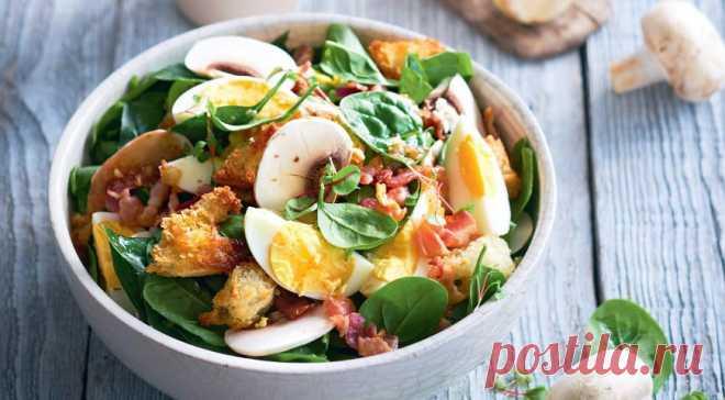 Салат из шпината с теплой заправкой из бекона, пошаговый рецепт с фото