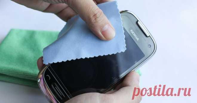 Как и чем правильно протирать дисплей смартфона, чтобы не пришлось бежать в магазин за новым