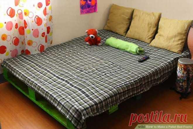 Бюджетная кровать из деревянных поддонов на колёсиках