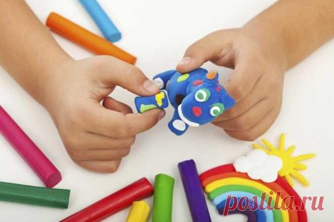 Поделки из пластилина для детей дошкольного возраста Лепка из пластилина приносит детям пользу и удовольствие.Это искусство развивает мелкую моторику, фантазию, мышление.Предложите поделки из пластилина для детей соответственно с возрастом, чтобы труд...