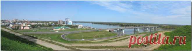 Барнаул. Панорама из 4-х вертикальных снимков. Вид с Нагорного парка.Снимки были сделаны в 2017 году. Сейчас здесь у нас шикарная набережная. Но вид всё такой же, даже ещё лучше!
