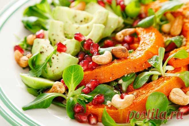 Салат с тыквой, авокадо и миндальными орехами Салат из свежих овощей с запеченной тыквой, авокадо, гранатом, кешью и миндальными орехами готовится быстро и просто. Главное — подобрать Читай дальше на сайте. Жми подробнее ➡