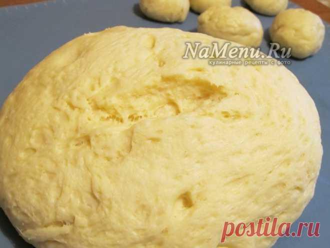 Сдобное тесто для булочек: самое вкусное, нежное  молоко – 250 мл, - куриные яйца – 2 шт., - пшеничная мука – 680 -700 г, - сухие дрожжи – 10 г, - сливочное масло или маргарин – 120 г, - сахар – 100 г, - соль – 1/2 ч. лож., - ванильная эссенция – по вкусу.