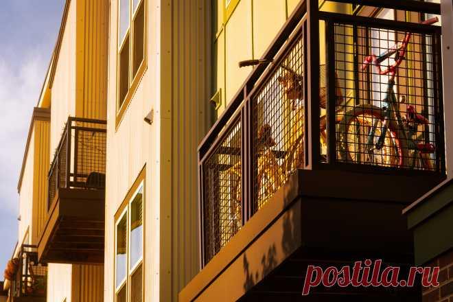 Арест квартиры грозит любому собственнику   Арест недвижимого имущества – очень серьезная проблема для его владельца. Узнайте, за что именно могут арестовать вашу квартиру, как этого избежать. И что нужно делать, чтобы освободить жилье от «черной метки».