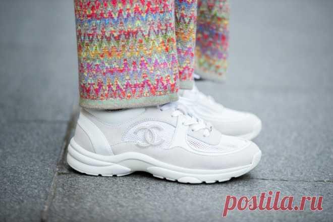Как ухаживать за кроссовками, если вы часто их носите или занимаетесь спортом Кажется, мы скоро будем спать в кроссовках. Носим их постоянно: с джинсами... Читай дальше на сайте. Жми подробнее ➡
