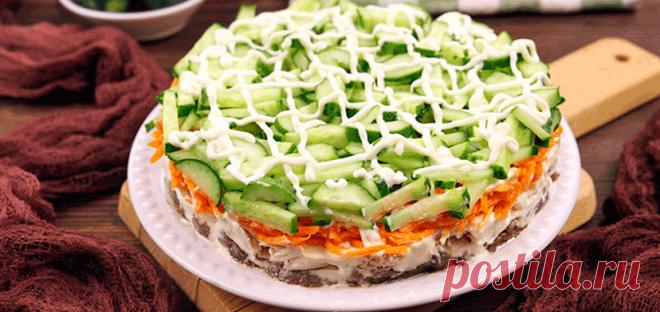 Слоеный салат с курицей и корейской морковью .