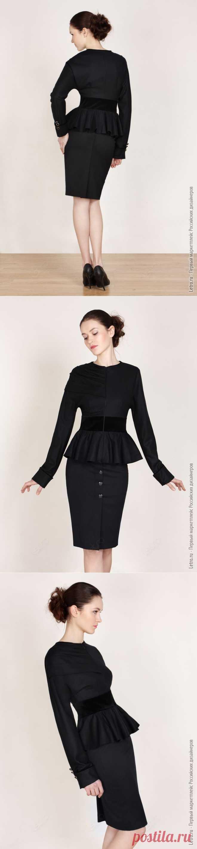 Изящный черный жакет с бархатной вставкой на линии талии. Универсальный вариант, чтобы подчеркнуть свою индивидуальность и женственность.