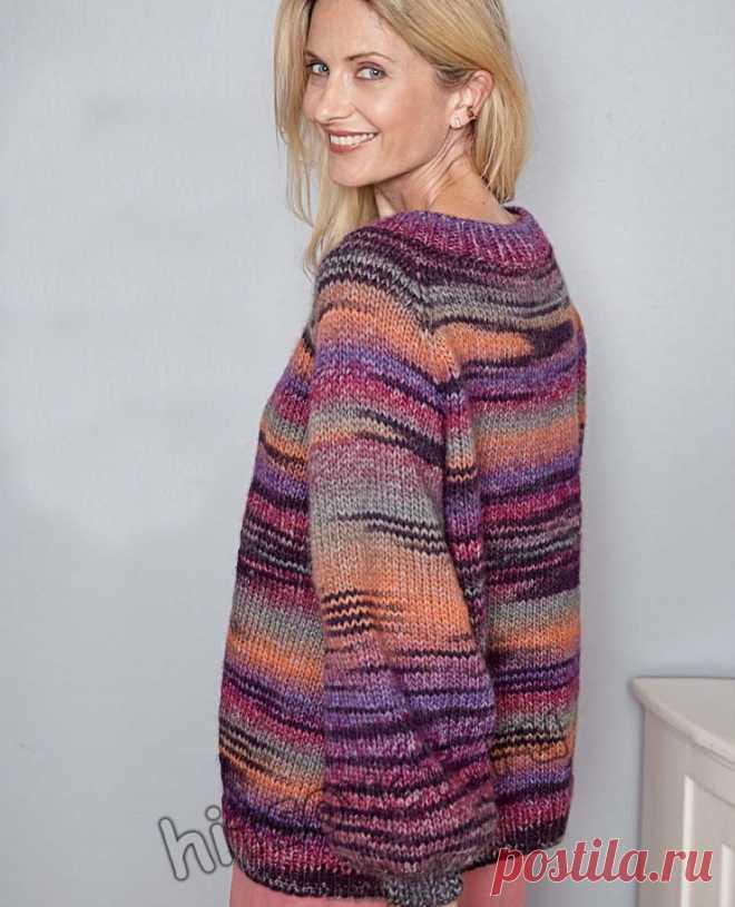 Модная модель женского пуловера оверсайз из секционной пряжи