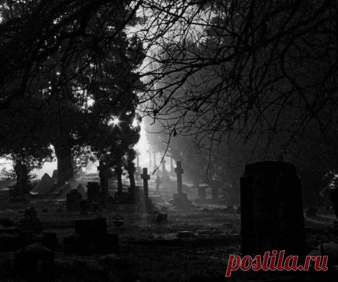 Что такое кладбищенский приворот? Действие, последствия, сроки. Ритуал на кладбище. Как проводится, время, опасности