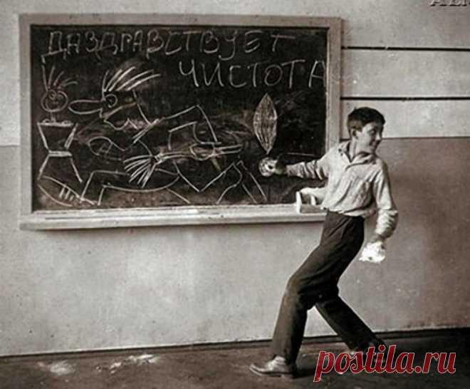 Известные советские актеры в школьные годы Известные советские актеры в школьные годыБлагодаря актеру Станиславу Садальскому, который опубликовал школьные фото своих друзей и коллег, мы можем увидеть какими были звёзды советского экрана в детс...