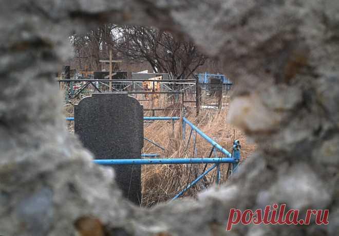 Огонь по мертвым и живым: Украина в Поминальное воскресенье обстреляла кладбище в Зайцево Усиление обстрелов и провокаций в Донбассе со стороны украинских военных в канун и во время православных праздников стало мрачной традицией