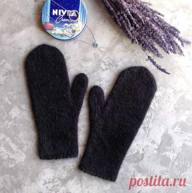 Варежки связаны из черного итальянского Кид Мохера и шерсти. Варежки нежно облегают руку. Очень теплые, мягкие, пушистые. В процессе носки станут еще пушистей.