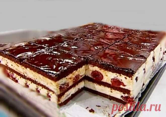 Очень простой в приготовлении и безумно вкусный десерт. Такие пирожные можно готовить с любыми кисло-сладкими ягодами: смородиной, вишней, клюквой. С этим рецептом справится даже начинающий кулинар. То, что...