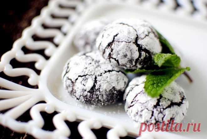 С эффектом кракелюра… Печенье с мятой и темным шоколадом — Вкусные рецепты