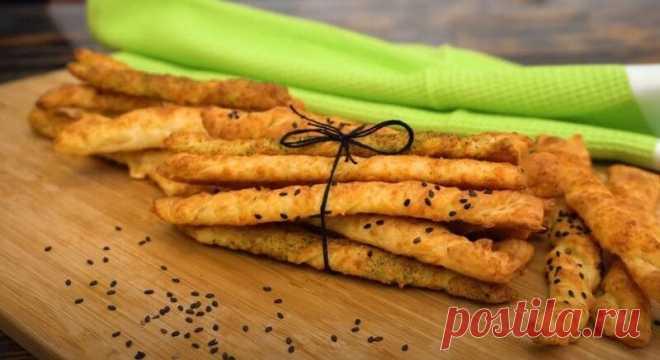Сырные Палочки в Духовке Простой и Вкусный Рецепт Сырные палочки – замечательная замена вредным чипсам и сухарикам. Они получаются очень вкусными и хрустящими, со слоёной структурой внутри.