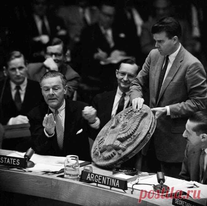 Как пионерский подарок из СССР 7 лет шпионил в американском посольстве